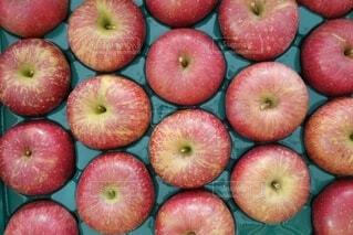 たくさんのリンゴの写真・画像素材[3978162]