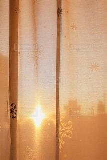 カーテン越しの景色の写真・画像素材[4013067]