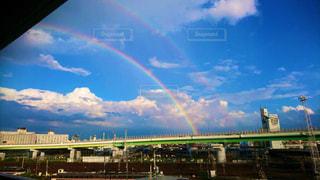 雨上がりのダブルレインボーの写真・画像素材[3229409]
