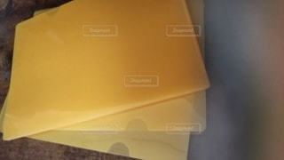 黄色い壁の近くの写真・画像素材[3230342]