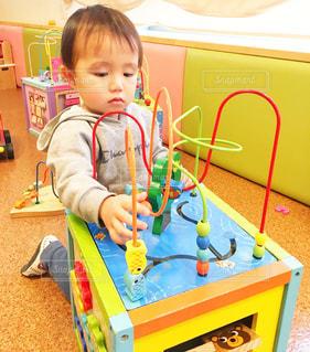おもちゃで遊ぶの写真・画像素材[3295788]