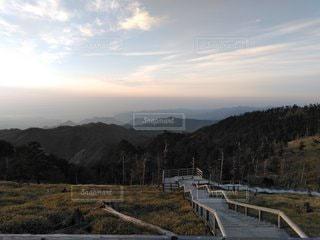 背景に山がある畑の写真・画像素材[3232209]