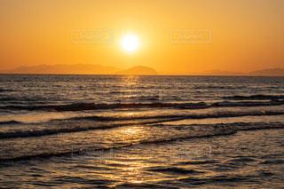 瀬戸内海に沈む夕日の写真・画像素材[3246901]