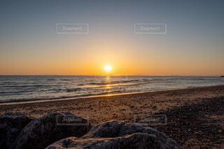 海に沈む夕日の写真・画像素材[3246903]