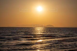 海に沈む夕日の写真・画像素材[3246905]