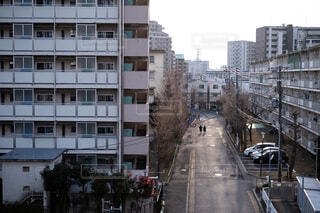 団地×通学路の街並みの写真・画像素材[3684686]