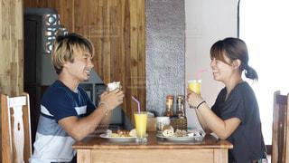ラオスでまったり過ごす朝食の時間の写真・画像素材[2338722]