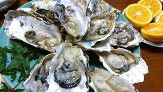 おいしそうな生牡蠣の食卓の写真・画像素材[4195661]