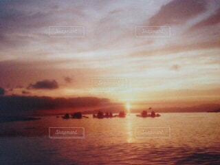 朝日のぼやけたイメージの写真・画像素材[3257166]