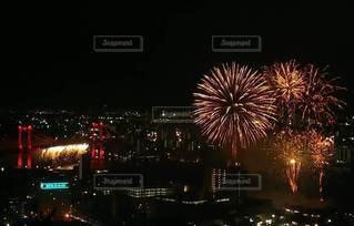 夜空に咲く花火の写真・画像素材[3261535]
