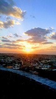 首里城からみた街並みと夕陽の写真・画像素材[3287902]