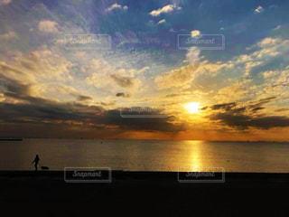 海に沈む夕日の写真・画像素材[3307072]