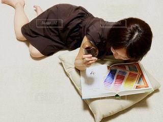 読書する女性の写真・画像素材[3505696]