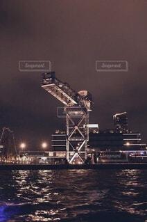 水の体に架かる橋の写真・画像素材[3713962]