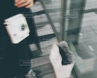 歩道を歩いている人の写真・画像素材[3272922]