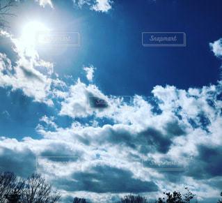 雲の晴れ間の写真・画像素材[3279570]