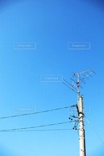 電柱にアンテナの写真・画像素材[3306651]
