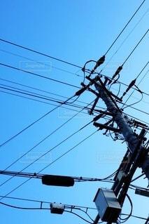 青空と電柱と電線の写真・画像素材[3436322]
