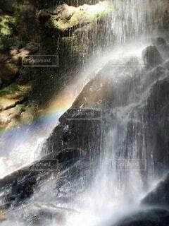 滝にキラキラ虹が架かるの写真・画像素材[3844749]