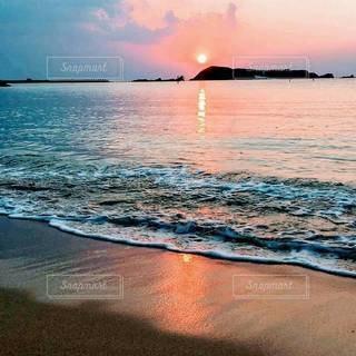 夕暮れの海の写真・画像素材[3285863]
