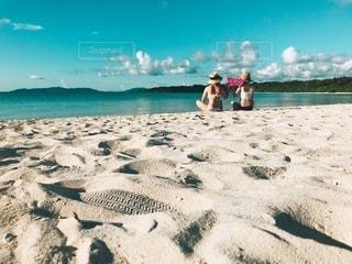 友達と海の写真・画像素材[3376188]