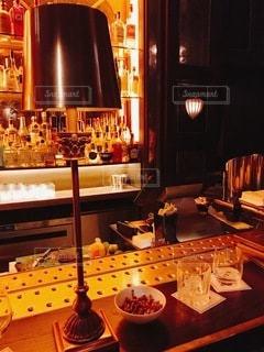 バーでお酒の写真・画像素材[3376199]