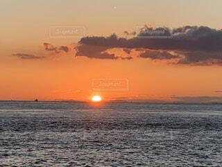 海に沈む夕日の写真・画像素材[3685442]