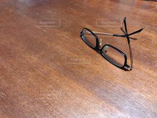 外したメガネの写真・画像素材[3303729]
