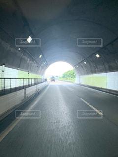 トンネル出口の写真・画像素材[3343253]