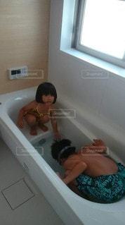 お風呂でプールの写真・画像素材[3361774]