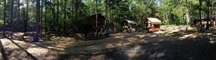 森の真ん中にある家の写真・画像素材[3306147]