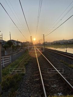 線路上の列車の写真・画像素材[3350280]