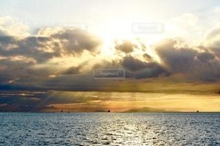 瀬戸内海の明石海峡の夕暮れの写真・画像素材[3524519]