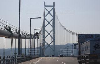 明石海峡大橋を淡路島へ向かって走行中の写真・画像素材[3530992]