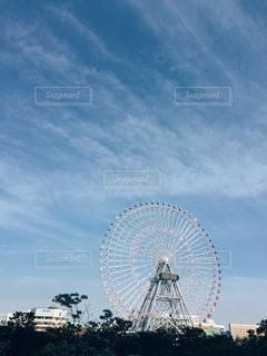 曇りの日に大きな観覧車の写真・画像素材[3309594]