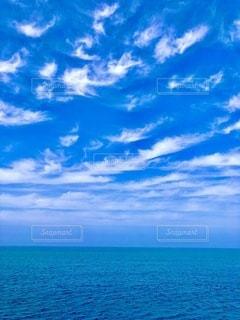まるで南国のような海と空の写真・画像素材[3355551]