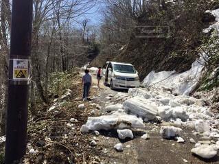 雪崩に遭遇し思わぬ通行止めの写真・画像素材[4019494]