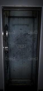 怖いドアの写真・画像素材[3318605]
