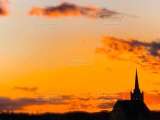 夕焼けの教会の写真・画像素材[3986716]
