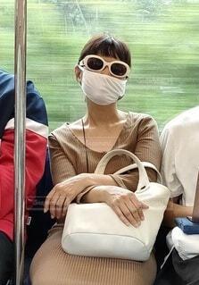 マスクをして熟睡の写真・画像素材[3680431]