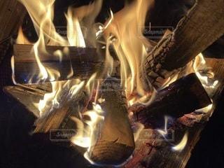 火のクローズアップの写真・画像素材[3313374]