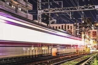 鋼線上の大きな長い列車の写真・画像素材[3955967]