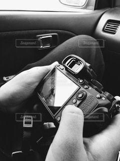 黒い車を持つ手の写真・画像素材[3328287]