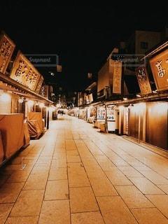 夜の商店街の写真・画像素材[3330395]