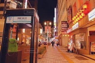 新宿の夜の街並みの写真・画像素材[3729228]