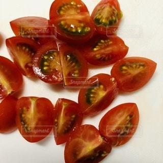 プチトマトの断面の写真・画像素材[3336012]