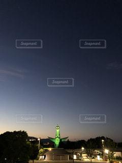夜の静寂を迎える太陽の塔の写真・画像素材[3347357]