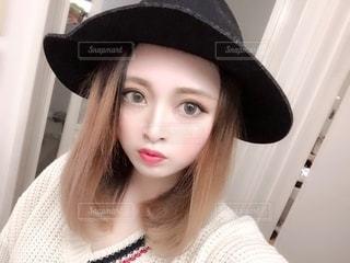 帽子をかぶった女性のクローズアップの写真・画像素材[3335893]