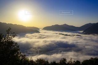 雲海 三重県熊野市ツエノ峰よりの写真・画像素材[3354049]