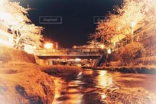 温泉街の川流れの写真・画像素材[3399580]